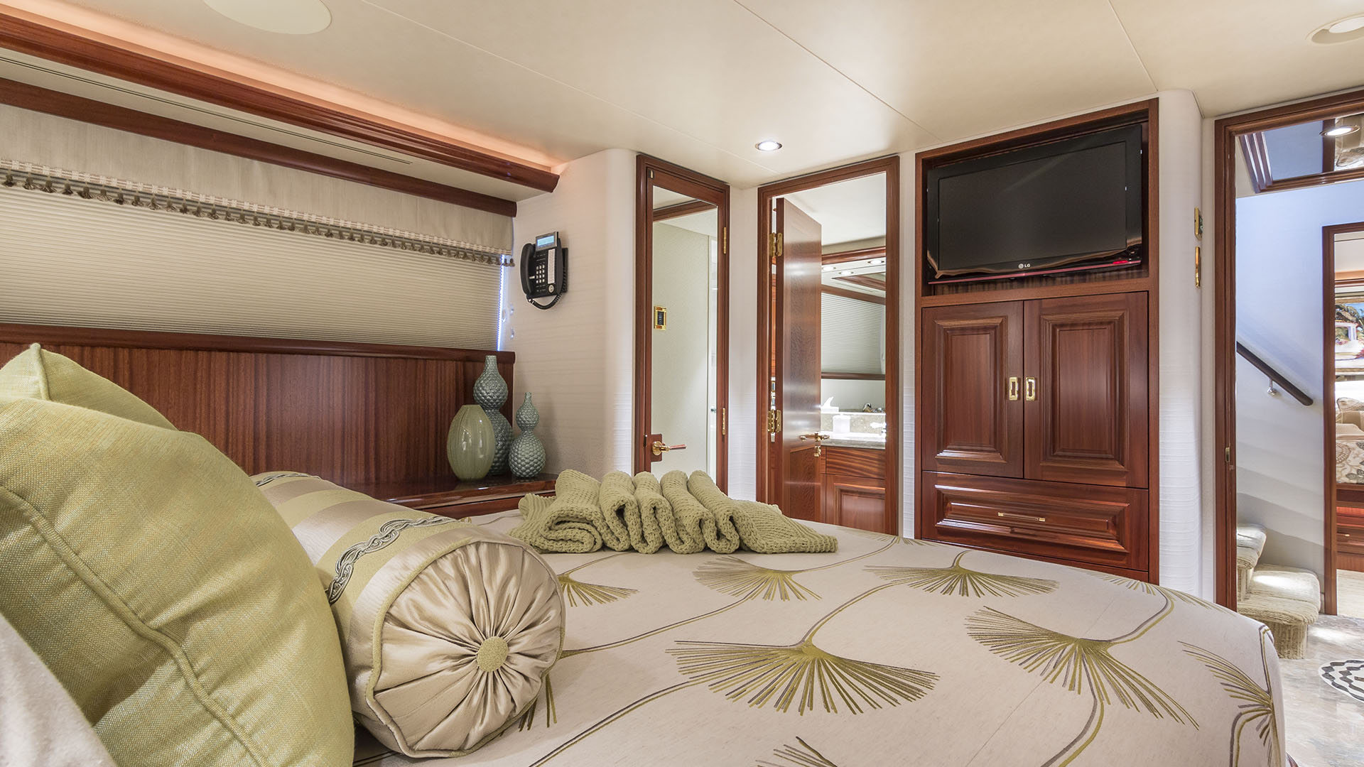 AvYachts 112 Guest Stateroom